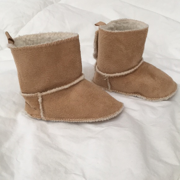 Girls Size 6-12 Months Tan Ivory Soft Sherpa Boots Booties Shoes GAP Baby Boys